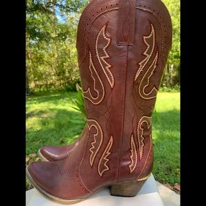 Very Volatile Cowboy Boots In US 10.